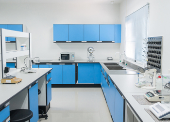 What are the material choices of the laboratory all-steel test bench